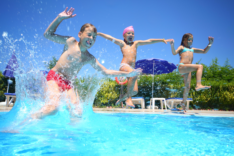 ... Eine Poolparty Am Kindergeburtstag. Shutterstock_140089714